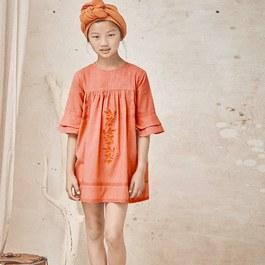 刺繡蕾絲花朵袖洋裝(版型偏大)